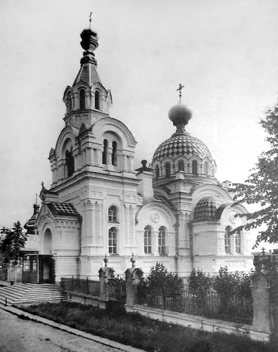 Воскресенская (белая) церковь. Построена в 1904 г. Фото 1911-1912 гг.