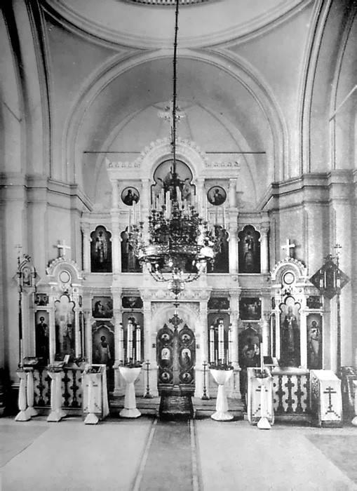 Иконостас Воскресенской (белой) церкви (фото 1911-12). Утрачен.